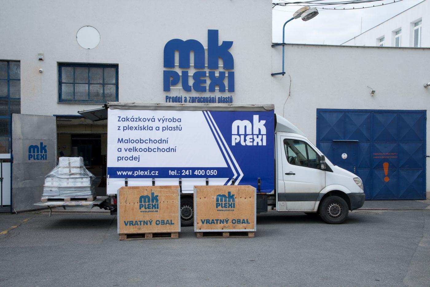Doprava plexi po Praze, montáže plexi výrobků,